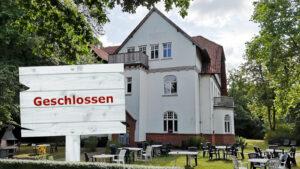 Gesellschaftshaus Bremen Ost mit geschlossen Schild
